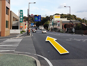 ①国道188号線より島田川(千歳橋)を渡ると
