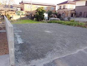 ⑤到着後、駐車場はブロック塀よりにおとめください。