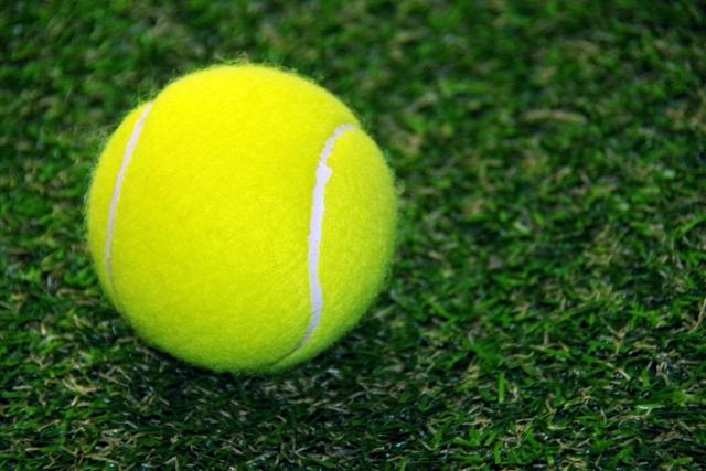 テニスボールで痛いところをグリグリは痛気持ちいいだけ。根本改善は遠くなる。